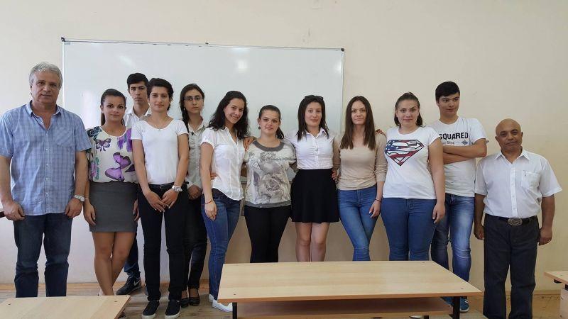 Галерия: Ученици от гимназията по икономика в Сливен проведоха импровизирано заседание на общински съвет
